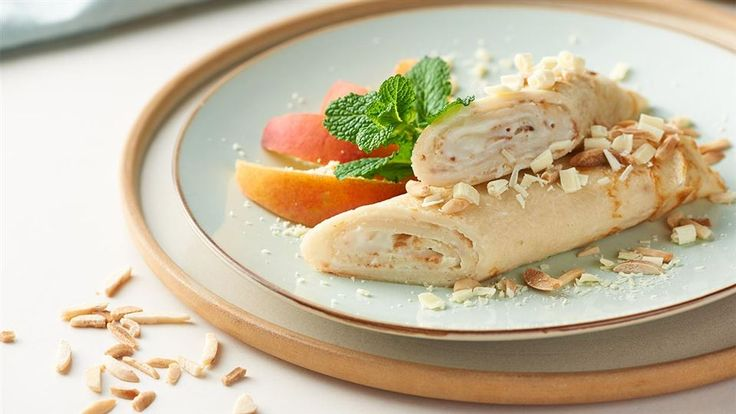 Zobacz, jak przygotować naleśniki o wyraźnym kokosowym smaku! Przepis Pawła Małeckiego na naleśniki znajdziesz w Kuchni Lidla!