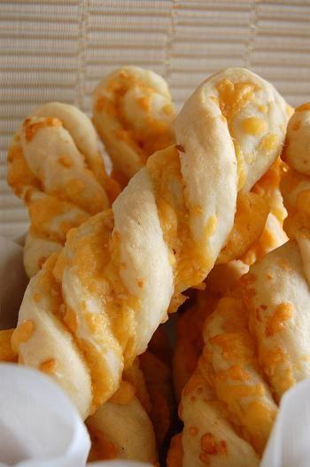 garlic cheese twists