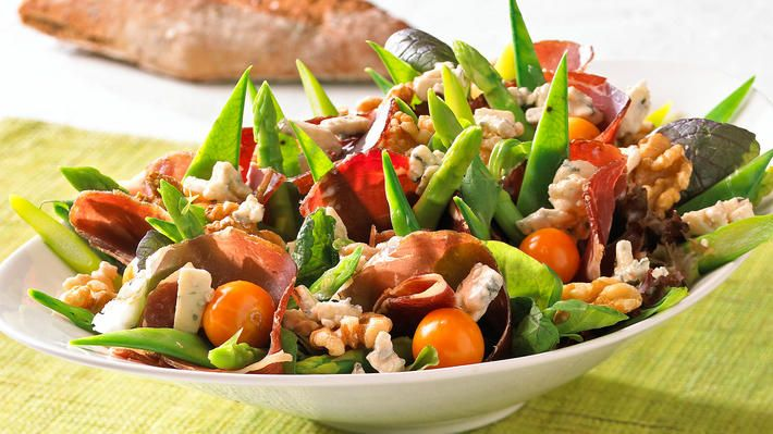 Salat med fenalår og blåmuggost - Kos - Oppskrifter - MatPrat