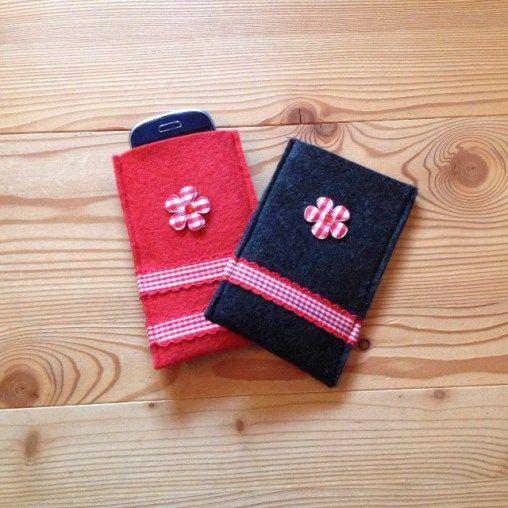 http://www.gluecksfrosch.de/handy-und-iphone-huellen/  Zwei Handyhüllen aus Filz im Landhaus Stil, rot und andrazyth für Handy und Iphone