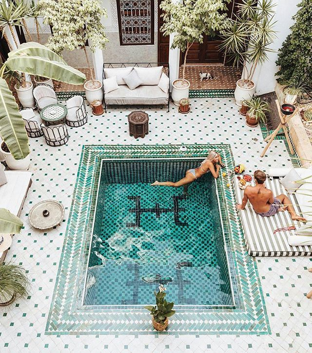Poolside breakfast in #Morocco - Tag your partner Courtesy of @royallivings _ ©@doyoutravel