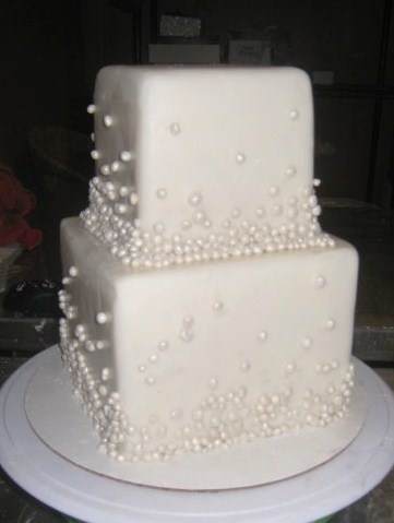 another  classy pearl cake. wonder if they could do it with very very SOFT pink pearls?