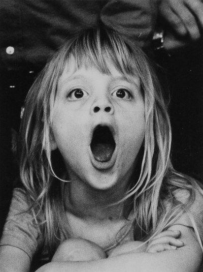 Maria Austria (1915) - Zij groeide op in een Joods artistiek gezin. Haar vader was arts. Zij volgde in Wenen een vaktechnische opleiding voor fotografie aan de Höhere Graphische Bundes Lehr- und Versuchanstalt. In 1934 werkte ze als assistente voor de Weense fotograaf Willinger en fotografeerde ze avant-gardistische toneeluitvoeringen. In 1937 verhuisde zij naar Amsterdam, vanwege de maatregelen die tegen Joden werden ingevoerd. Zij woonde bij haar zus Lisbeth, die textielontwerpster was…