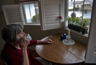 More seniors with some level of #dementia live by themselves. A recent report by the #Alzheimers Association found 1 in 7 people with #alz live alone. Ensure your loved one is safe and you know what's going on: www.ecaring.com