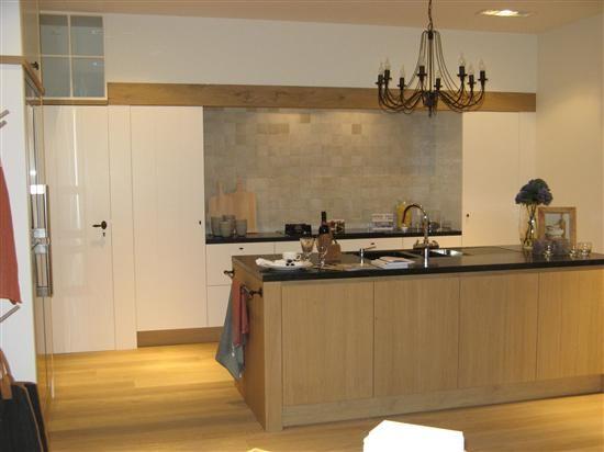 Mooi met die balk minder houten eiland beter in wit met houtaccent keukenprinseswaardig - Redo keuken houten ...