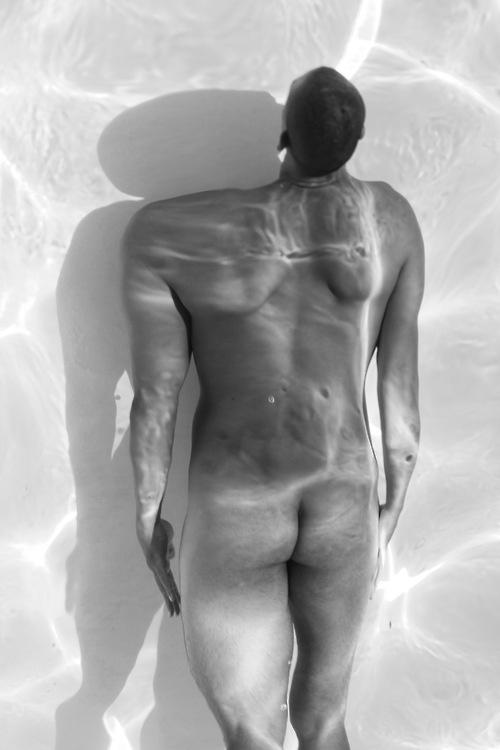 http://alfredbernardphotography.tumblr.com/post/49524096912/letting-my-shape-move-following-the-path-until