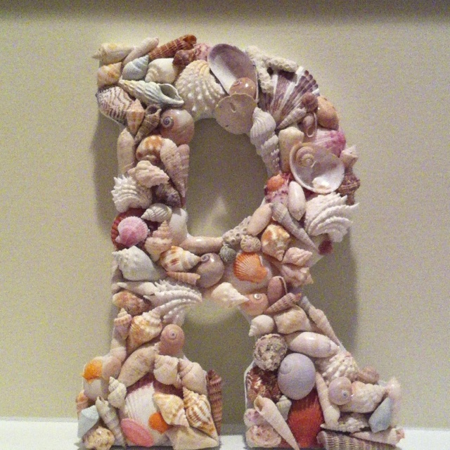 Shell art... if only I could find shells like these on my trips to the beach!