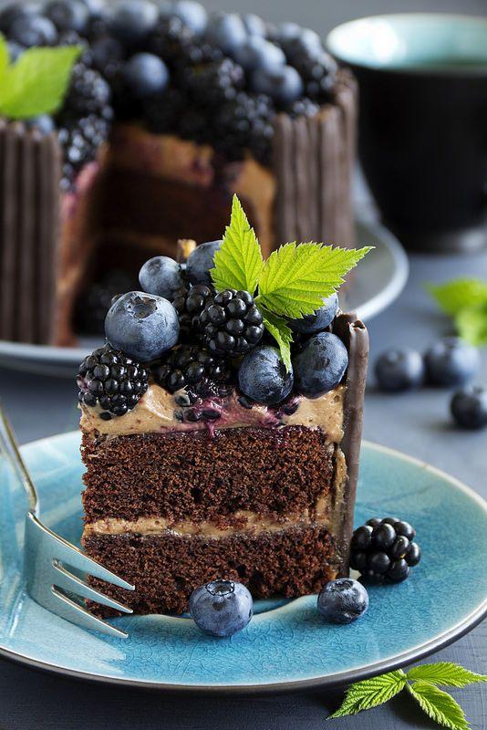 "ТОРТ. ""Два в одном!"" Chocolate cake with blueberry and BlackBerry."