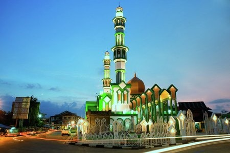 By Samsul Bahari: Great Mosque at West Borneo - Indonesia via Ayofoto!