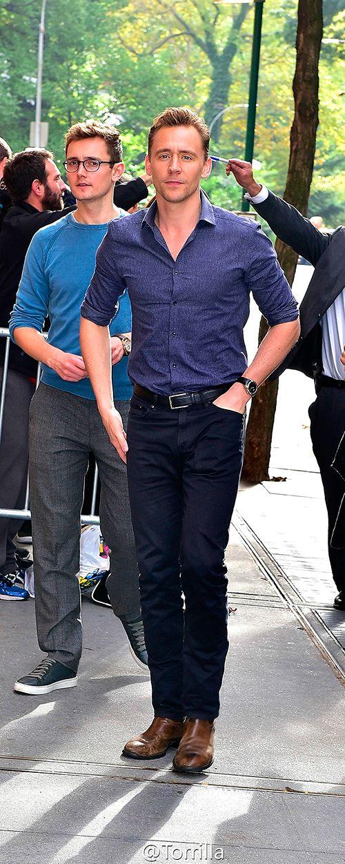 Tom Hiddleston at the NBC Rockefeller Center Studios for the 'Today Show' taping on October 14, 2015 in New York City. Full size image: http://ww3.sinaimg.cn/large/6e14d388gw1ex13cv5fe2j21kw1w5hdt.jpg Source: Torrilla, Weibo