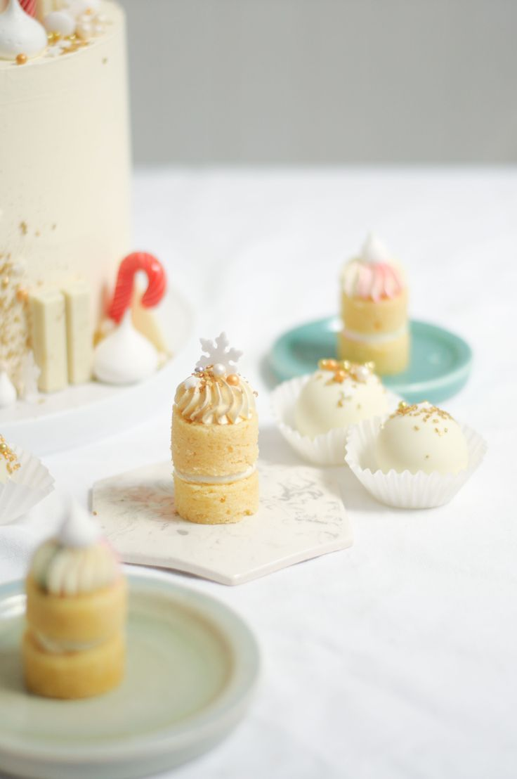 Gold and White Christmas micro-cakes, cake and truffles (Comets) by LionHeart