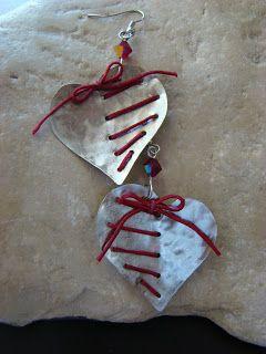 ΧΕΙΡΟΠΟΙΗΤΑ ΚΟΣΜΗΜΑΤΑ Ελίνα-Ναταλία-Ρεβέκκα: Σκουλαρίκια απο μέταλλο