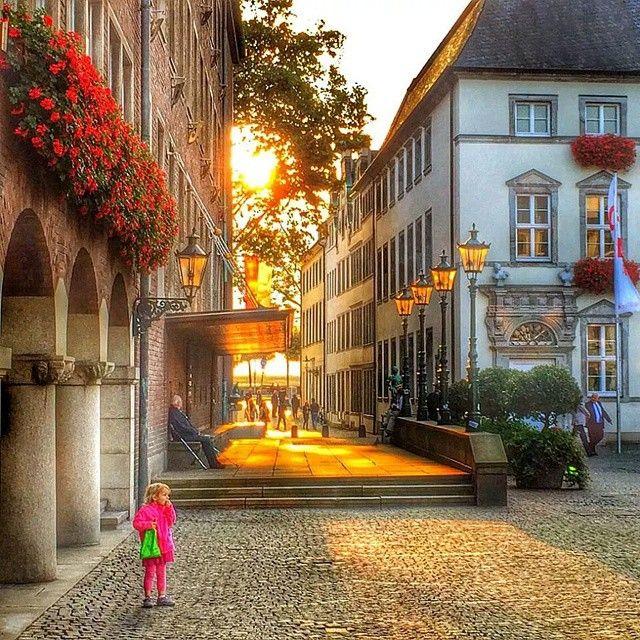 Düsseldorfer Altstadt @duesseldorferaltstadt #Zollstrasse #Due...Instagram photo | Websta (Webstagram)