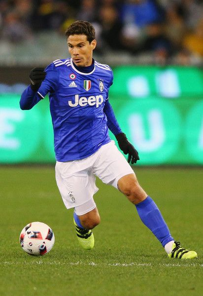 Hernanes of Juventus controls the ball during the 2016 International Champions Cup match between Juventus FC and Tottenham Hotspur at Melbourne Cricket Ground on July 26, 2016 in Melbourne, Australia.
