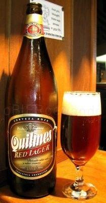 Cerveja Quilmes Red Lager, estilo Amber Lager, produzida por Quinsa, Argentina. 4.7% ABV de álcool.