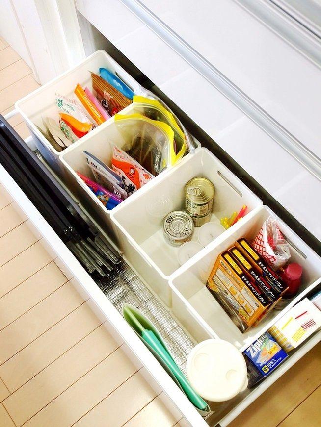 ぎっしり詰まった食器棚やストッカーから物を取り出そうとすると、余計な動作が増えてしまいます。 まずは2割減らしてみましょう。それだけで、時短につながりますよ。