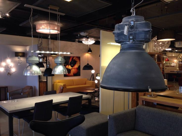 17 beste idee n over winkel interieur op pinterest for Interieur bedrijf