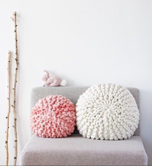 Adorable Super Chunky Pillows   AllFreeKnitting.com