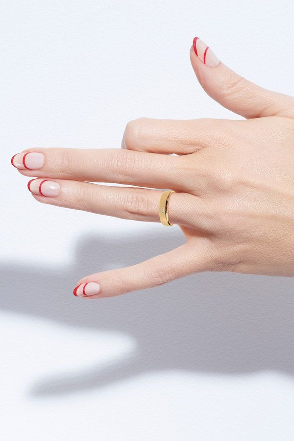 Red and nude striped nail art and a simple gold ring #holiday #party #beauty #manicure #jewelry