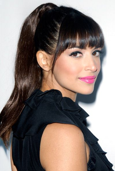 Hannah Simone's high ponytail and bangs are perfection.