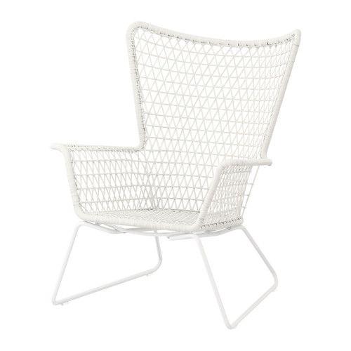 HÖGSTEN Sillón IKEA Ratán de plástico trenzado a mano con el mismo aspecto que el ratán natural, pero más resistente para usar en exteriores.  99,99€ tb en negro