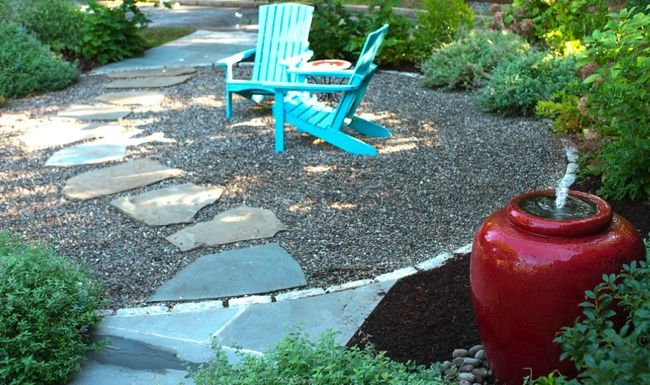 A longtime favorite in the United Kingdom, pea gravel has been gaining traction here gradually, as homeowners begin to recognize its benefits for use in patios.