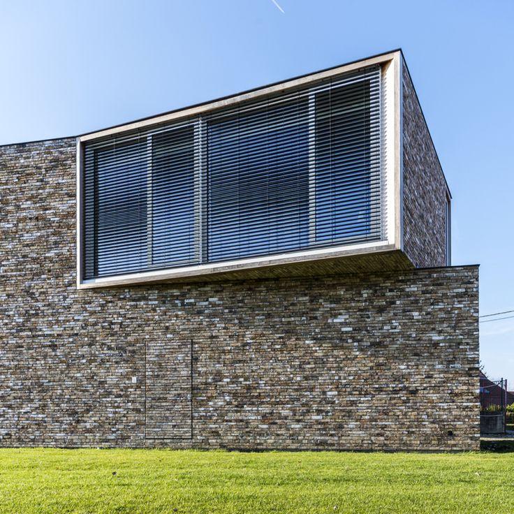 Naturstein Klinkerfassade Braun Modern Haustr Jalousien Fenster