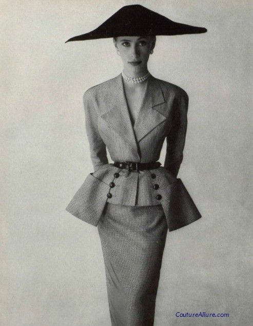 An astounding suit by the House of Paquin, 1951. Lou Claverie was the designer for Paquin at this time.