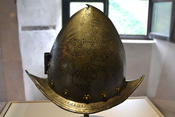Elmo a morione veneziano 1500 - Castel Beseno - Trentino