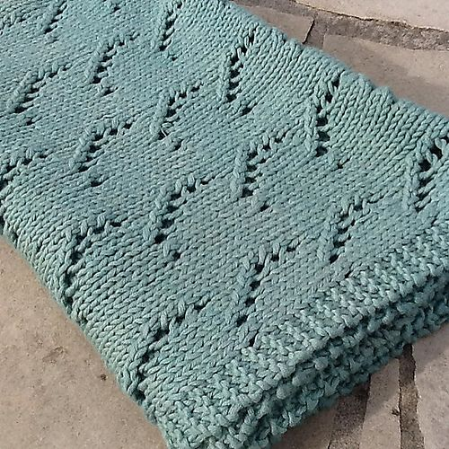Easy Lace Baby Blanket Knitting Pattern : 1000+ images about COUVERTURES - PLAIDS - AFGHANS on Pinterest Cable, Stitc...