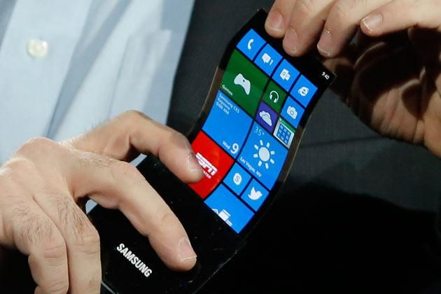 Samsung Flexible Display Phone Coming In 2015?  Wouldn't it be cool if they made flat phones that wrapped around your wrist like a slap bracelet?