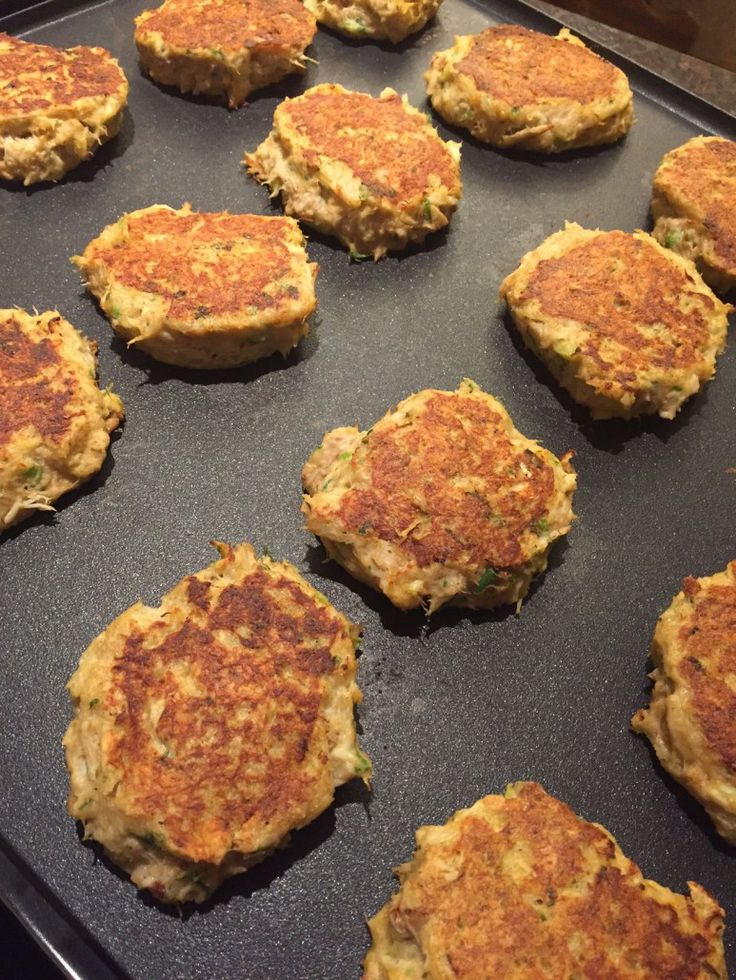 Best Easy Homemade Crab Cakes Recipe - How To Make Delicious Crabcakes That Don't Fall Apart!