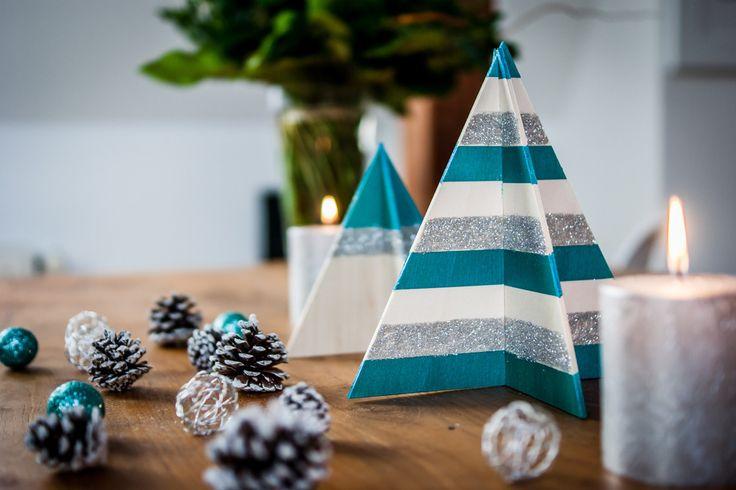 Serwetki na święta, serwetki na stół wigilijny, dekoracje stołu wigilijnego. Zobacz więcej na: https://www.homify.pl/katalogi-inspiracji/13084/srebrne-dekoracje-na-boze-narodzenie