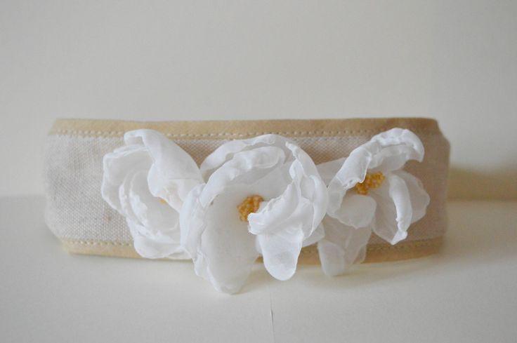 Fascia per capelli decorata con fiori e perline per bambina/ Battesimo/Comunione/Matrimonio di BunnyandCookies su Etsy
