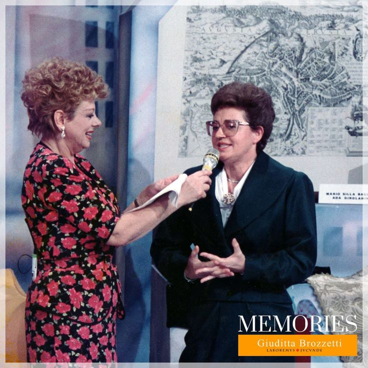 Who does not remember fantastic Sandra Milo? Look what we found today: in this photo from 1990, during the television program Campanili d'Italia, Sandra Milo interviewed Clara Baldelli Bombelli. The occasion was a charity collection and the auction was a wonderful drape which you can see from the picture.