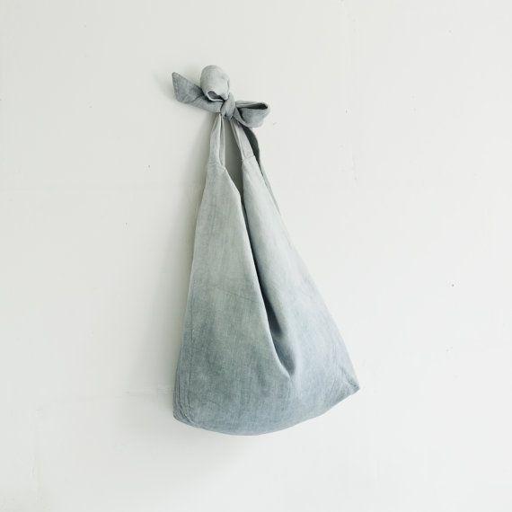 """Linnen Tote tas / grote schouder tassen / natuurlijke door taftyli -afmetingen: hoogte zonder borstband ongeveer: 54-61 cm (21,26""""- 24,02"""") breedte: 52 cm (20,47"""") lengte van een riem: 67 cm (26,38"""") De maximumlengte van de hele zak - 109 cm (42,91"""") De minimale lengte van de hele zak - 77 cm (30,31"""") -materiaal - 100% zuiver gewassen linnen (Europese vlas) voor de buitenkant en 100% katoen stof voor de binnenkant. -kleur - tinten blauw. -care - hand wash /machine wassen zachte cirkel, droge…"""