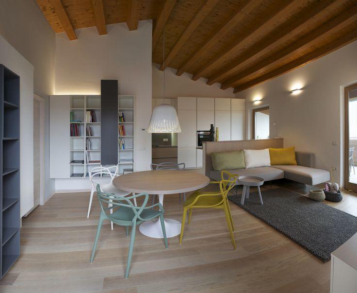 """Casa 13_037 interni, Trento - arch. E. Masiero Luci: Rotaliana; Arredo Lago; Tappeto, vasi, tavolino e cesti """"Details"""", design store, Trento; foto: A. Periotto"""