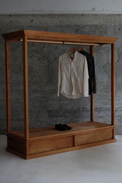 木製のハンガーラック