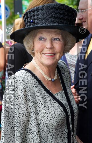 Princess Beatrix, opened an exhibition of the Dutch artist, Joep Nicolas, at the Cypershuis Museum in Roermond
