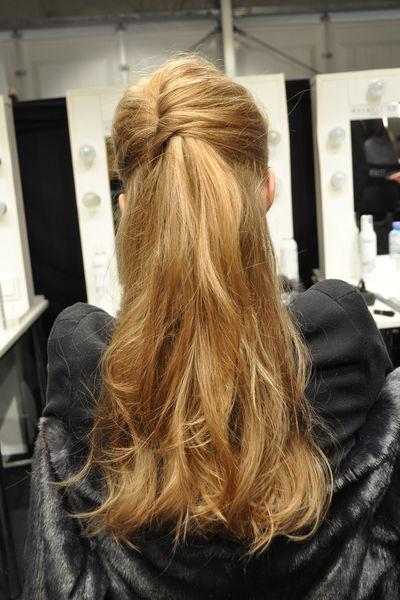 """Half-up-Hair bei Perret Schaad: Berlin Fashion Week 2013: """"Ein Mix aus Coolness und Eleganz"""" - GLAMOUR"""