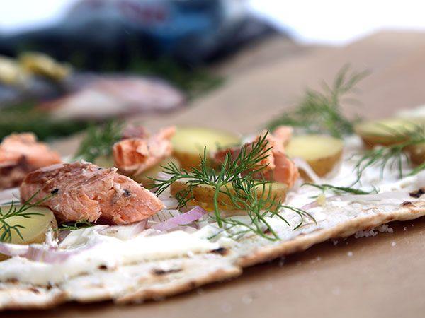 Grillad fjällöring i tunnbrödsrulle   Recept från Köket.se