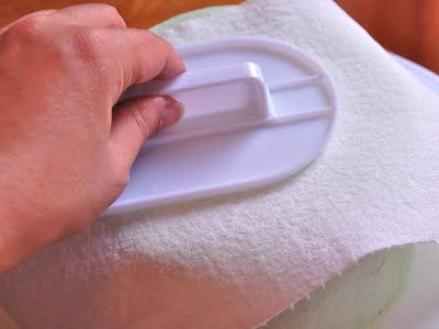 This is how you make buttercream frosting smooth....paper towel and a fondant smoother (see #3 q in this blog entry)! She makes it look SO EASY!