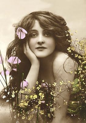 Vintage beauty, actress Maude Fealy. See http://blingee.com/blingee/view/125979622-Maude-fealy