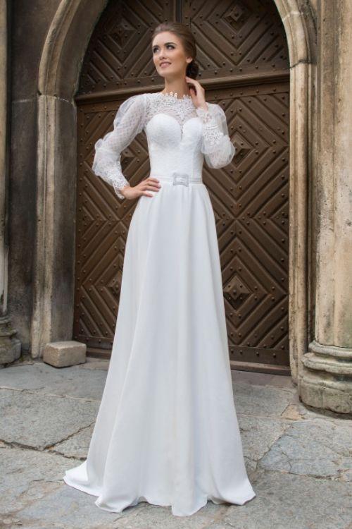 Nevšedné svadobné šaty s dlhým čipkovaným rukávom trend 2016