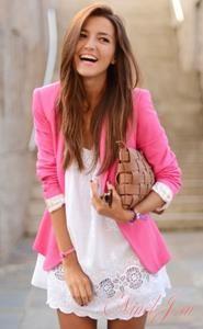 Чем одевать розовой костюм фото