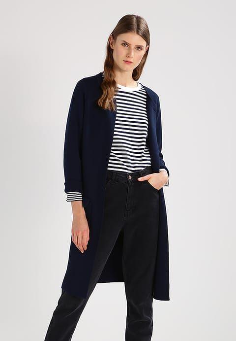 17 best ideas about blazer bleu on pinterest blazers bleu marine tenues de blazer bleu marine. Black Bedroom Furniture Sets. Home Design Ideas