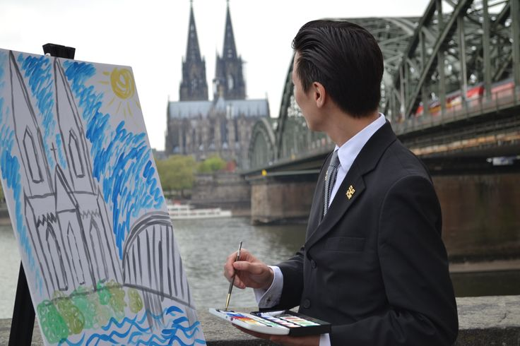 Concierge Hae-Nam finishs his painting and recommends to visit the #ArtCologne fair from today until Sunday.