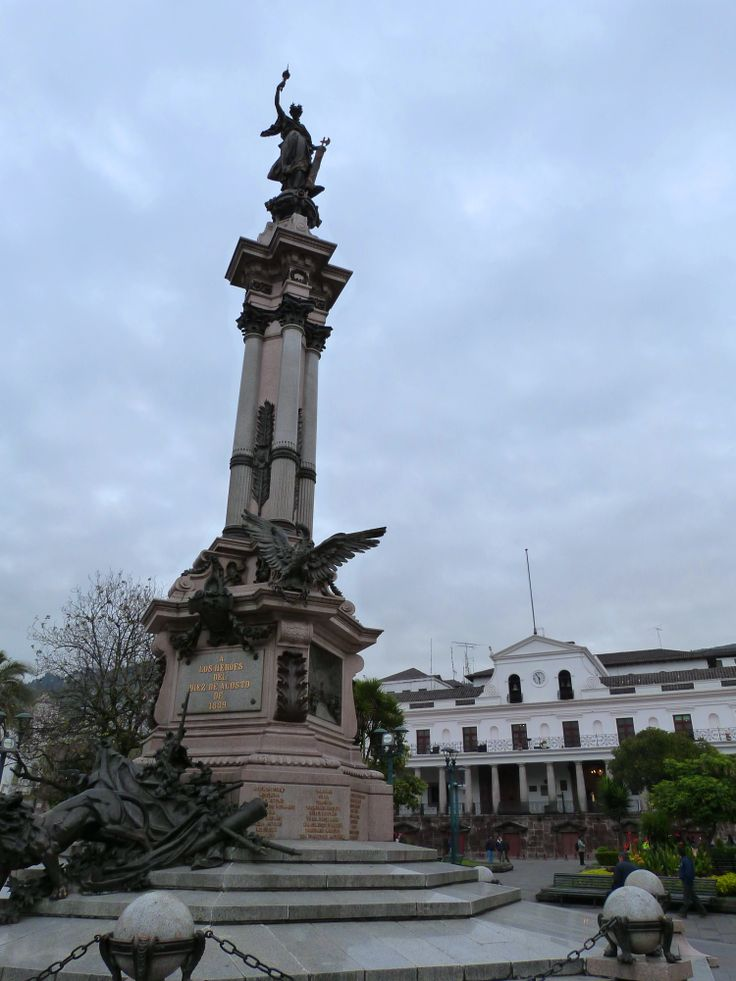 The monument to the independence heroes, in the Plaza Grande, #Quito #Ecuador