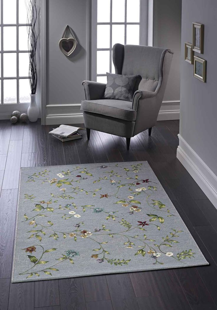 Subtle floral designs on a flatweave construction…Simply Classic! #floralrugs #bluerugs #flatweaverugs