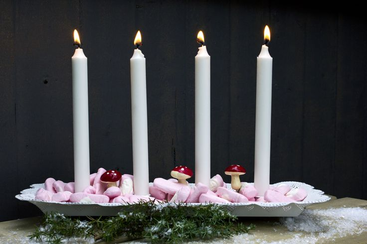 Man kan även dekorera med goda skumtomtar! :)  www.homefeeling.se